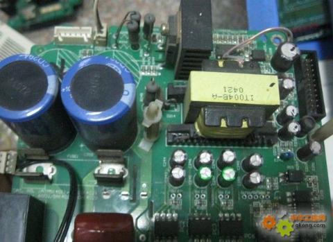 主题:不同品牌变频器上开关电源变压器的代换--可行!